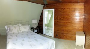 The Oak Room -- The Oak Room is on the back corner of the inn and has a limited view of the ocean from a side window. It features a queen bed and private bath.