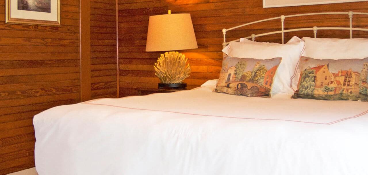 The Cottage Room - Grey Havens Inn